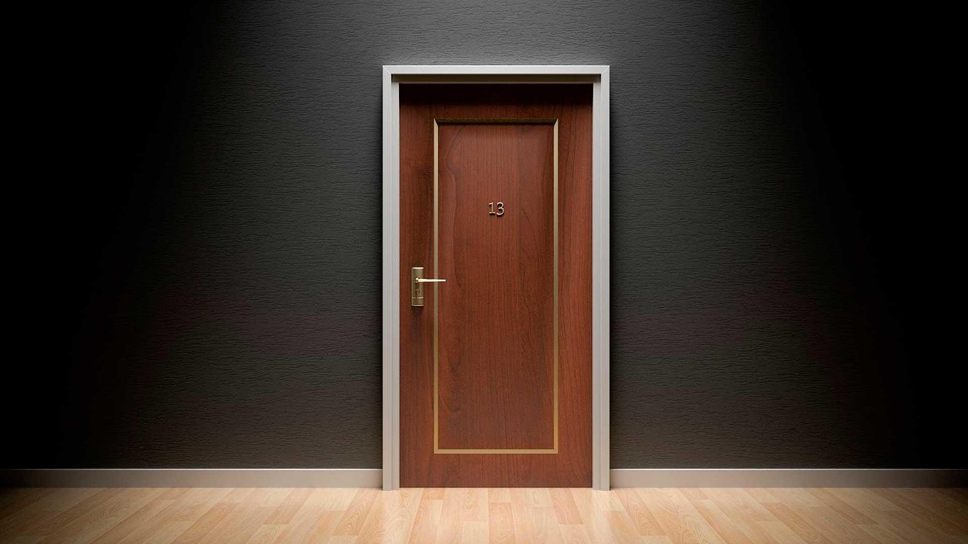 Colocación, puertas, cerrajería